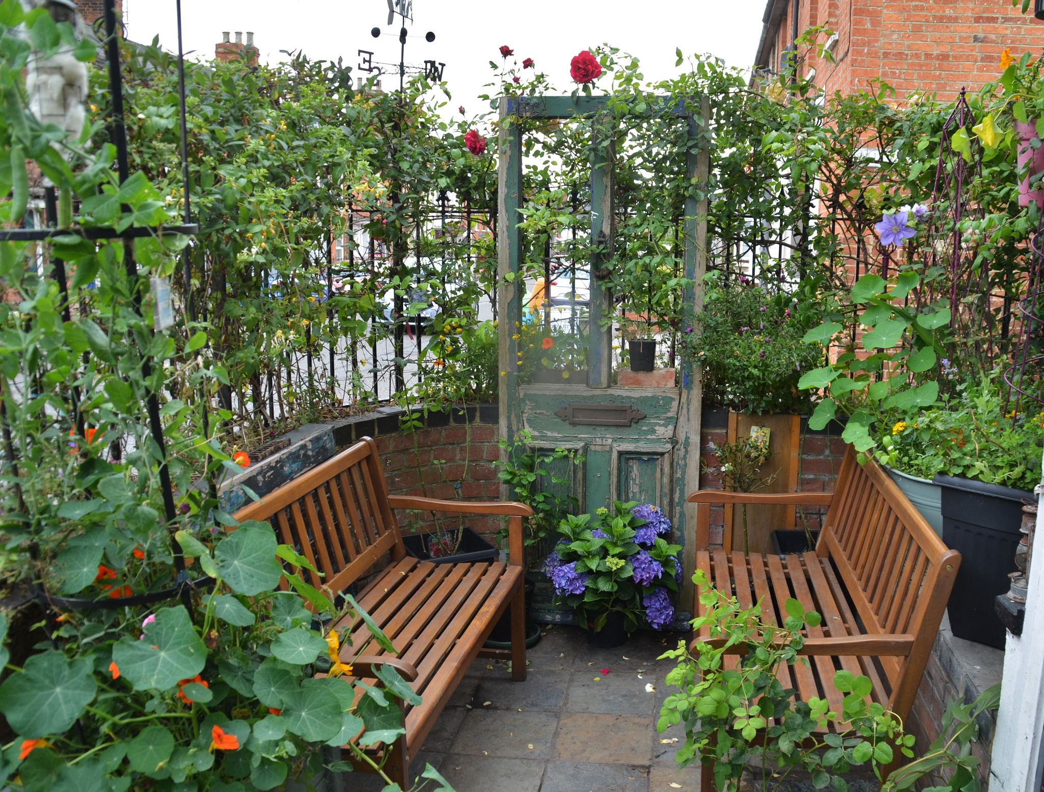 How to make the most of a small garden space for A small garden