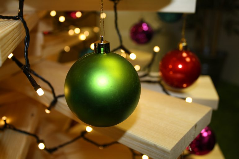 6 ways to decorate a wooden christmas tree - Ways To Decorate A Christmas Tree