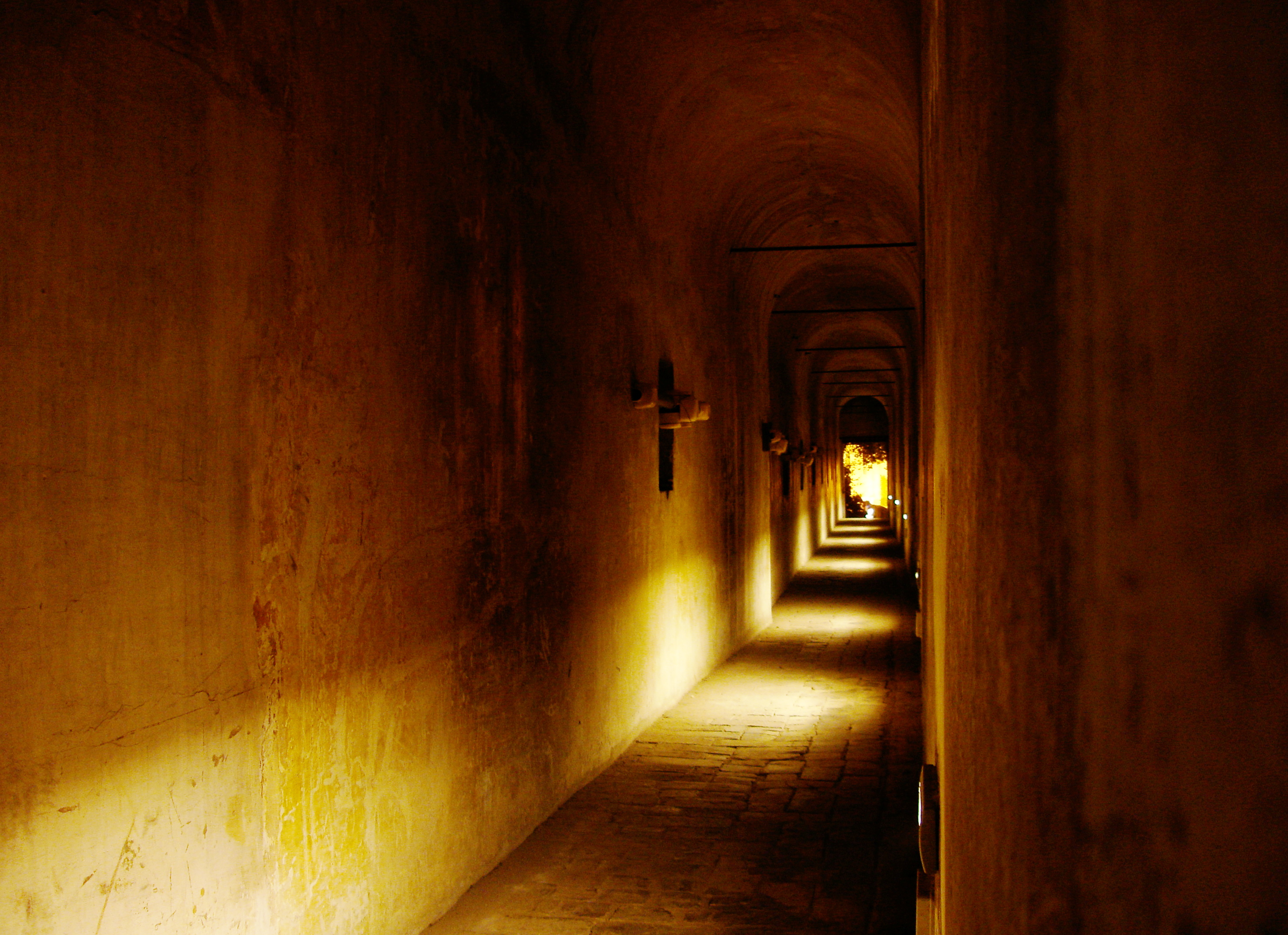 Rome_passetto_night_inside