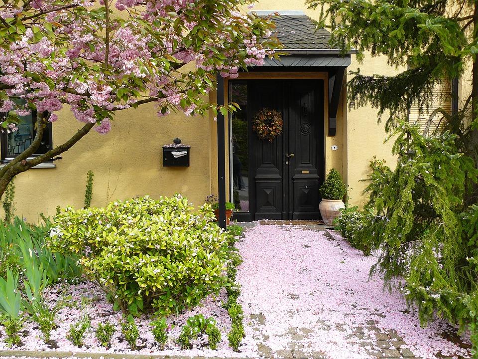 house-entrance-255132_960_720